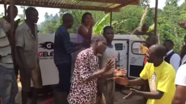 VIDEO : Installation d'un groupe électrogène GELEC dans un village au Cameroun